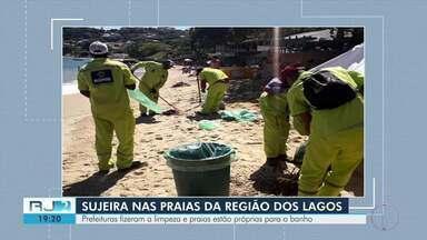 Faixa de areia de praias da Região dos Lagos amanheceu coberta de algas nesta terça-feira - Equipes das prefeituras fizeram a limpeza e praias estão próprias para o banho.