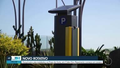 Parquímetros são instalados na orla da Praia do Forte, em Cabo Frio, no RJ - Pagamento inicia a partir de janeiro.