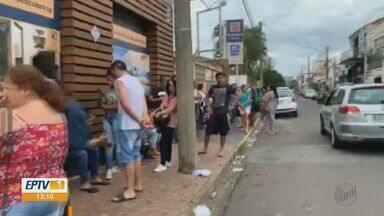 Eleitores enfrentam fila nos cartórios de Leme e Rio Claro - Veja com foi a manhã nos municípios.