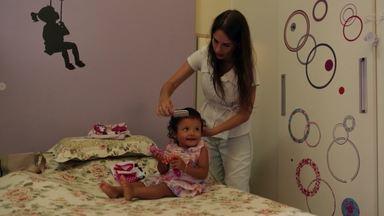 Opção Pelos Filhos - Mariana estava preparada para tudo ao adotar uma criança sozinha e encontrou Julia, de 1 ano, portadora do vírus HIV. Nicolly, de 19 anos, lida com uma gravidez inesperada.