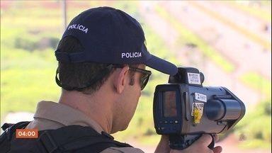 Radares móveis voltam a operar em rodovias federais - Equipamentos ficaram fora de operação por quatro meses.