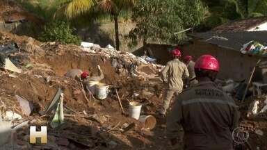 Deslizamento no Recife deixa sete pessoas mortas soterradas dentro de duas casas - Barreira deslizou na madrugada desta terça-feira (24) e atingiu duas casas no bairro de Dois Unidos, na Zona Norte da cidade. Vítimas são da mesma família.