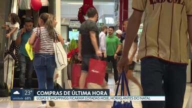 Lojas e shoppings ficam lotados horas antes da noite de Natal - 64% dos empresários do DF apostam no aumento das vendas.