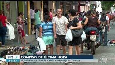 Muitas filas nas lojas do Centro e shoppings de Teresina na véspera do Natal - Muitas filas nas lojas do Centro e shoppings de Teresina na véspera do Natal