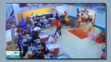 Bandidos armados apavoram clientes e funcionários - Em Cassilândia