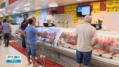 Preparação da ceia de Natal movimenta supermercados em Presidente Prudente - Correria de consumidores foi intensa nesta terça-feira (24).
