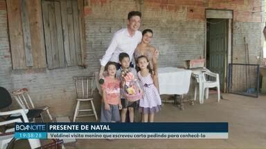 Apresentador da RPC realiza sonho de Natal de criança em Cascavel - Valdinei Rodrigues visita bairro XIV de Novembro e faz a alegria das crianças na véspera de Natal.