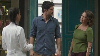 Nana e Marcos se desesperam quando descobrem que Alberto saiu de casa - Marcos liga para Dr. Mauri para saber como agir