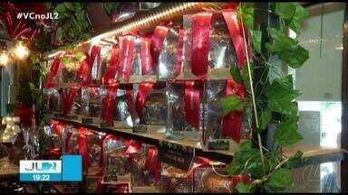 Paraenses saem para comprar últimos ingredientes da ceia de Natal em Belém - Nas casas especializadas muita encomenda foi feita e quem já tinha tudo pronto garantiu as boas vendas.
