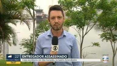 Entregador é assassinado a tiros em São Gonçalo - Caso aconteceu no bairro Amendoeira. A Polícia Civil investiga o assassinato.