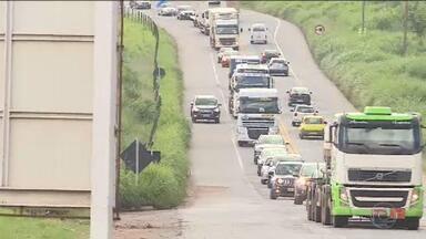 Quantidade de imprudências em rodovia em Minas Gerais chama atenção - A BR-381, uma das rodovias mais importantes e movimentadas do estado, tem pista simples e muitas curvas, o que torna essa atitude dos motoristas, ainda mais perigosa.