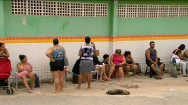 Pais ficam na fila desde o Natal para matricular filhos em escola na Baixada Fluminense - Em Queimados, pais e avós afirmam que este é o único jeito para conseguir uma vaga para estudar em uma escola municipal.