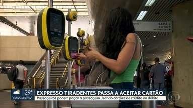 Passageiros do Expresso Tiradentes podem pagar tarifa no cartão de débito ou crédito - Novo sistema de pagamento começou a funcionar no sábado. Não há integração para os outros sistemas.
