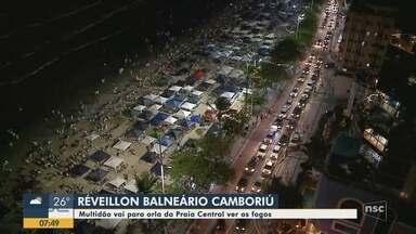 Multidão se reúne em Balneário Camboriú para o Réveillon - Multidão se reúne em Balneário Camboriú para o Réveillon