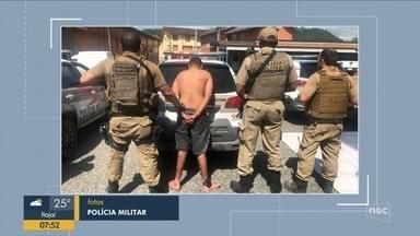 Homem suspeito de participar de assalto é preso em Apiúna - Homem suspeito de participar de assalto é preso em Apiúna