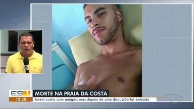 Jovem é morto a tiros na Praia da Costa, em Vila Velha, durante confusão em festa - Luiz Henrique Cordeiro Araújo, de 27 anos, levou três tiros, sendo dois na cabeça e um nas costas. O crime aconteceu na areia da praia.