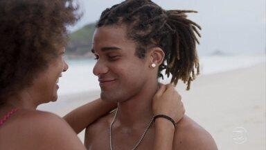Alice e Waguinho curtem o dia na praia - Alice e Waguinho se declaram