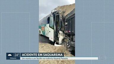 Acidente em Saquarema deixa 1 morto e 1 ferido - O acidente foi na altura do distrito de Sampaio Corrêa. Um ônibus da Viação 1001 e um caminhão, carregado com areia, bateram de frente. O motorista do ônibus foi hospitalizado e tem quadro de saúde estável.