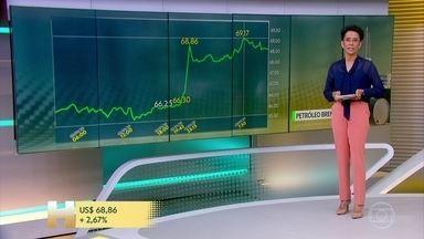 Preço do barril de petróleo dispara em meio à tensão entre EUA e Irã - Desde 2016, a Petrobras reajusta o combustível no Brasil de acordo com o preço no mercado internacional.