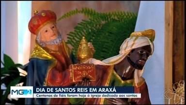 Devotos e foliões de Araxá celebram a vista dos Reis Magos - Segundo a tradição católica, os Reis Magos anunciaram a chegada do Messias. Famílias se reuniram para rezar e lembrar da intercessão dos santos.