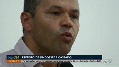 Prefeito é cassado acusado de omissão e negligência em caso de corrupção - Os vereadores cassaram o mandato de José Romualdo Pedro, do PL, prefeito de Lindoeste, em sessão tumultuada na câmara.