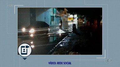 A chuva chegou com força na noite de segunda-feira em Petrolina - Alguns pontos da cidade ficaram alagados.