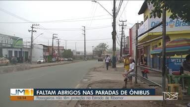 Passageiros reclamam da falta de abrigos de paradas de ônibus na capital - Em época de chuva, aumenta a preocupação da população.