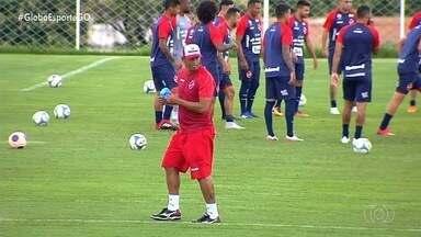 """Robston comenta novo desafio no Vila e diz que se espelha em Lisca """"Doido"""" - Ex-volante inicia carreira de assistente técnico e projeta 2020 do Tigre"""
