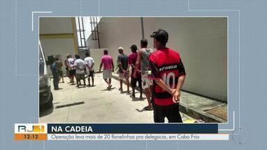 Operação leva mais de 20 flanelinhas pra delegacia, em Cabo Frio, no RJ - Ação combateu a cobrança ilegal e abusiva de estacionamento no município. Em determinados lugares, eles cobravam até R$ 30 por veículo.