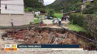 Prefeitura decreta situação de emergência, em Nova Friburgo, no RJ - Cidade foi atingida por alagamentos e uma enorme cratera se abriu no bairro Vila dos Pinheiros.