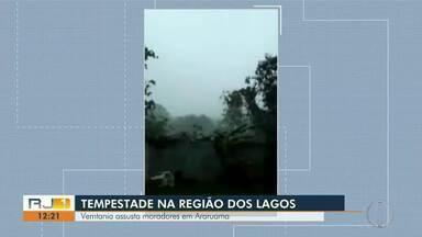Chuva de granizo e vento forte são registrados em Araruama, no RJ - Vento carregou moveis de moradores e provocou queda de árvores também.