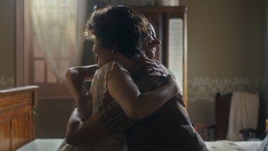 Justina se alegra quando Adelaide diz que podem voltar juntas - Adelaide diz que vai adorar viver na mesma casa que ela