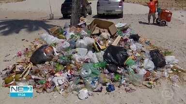 Lixo espalhado pelas ruas e praias prejudica moradores e turistas em Itamaracá - Comunidade reclama da qualidade da coleta