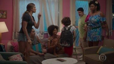 Paloma conta a família sobre a prisão de Marcos - Batista e Lulu acham que Marcos sofreu uma armação