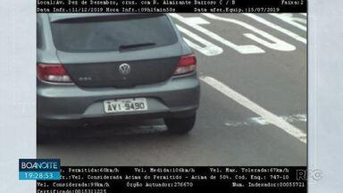CMTU e GM apreendem carro com 101 multas em Londrina - O carro tinha placas clonadas de São Paulo, o calor total das multas chega a R$ 17.340.