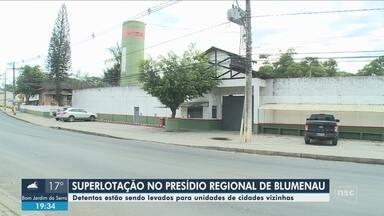 Com presídio superlotado, Blumenau transfere detentos para unidades de cidades vizinhas - Com presídio superlotado, Blumenau transfere detentos para unidades de cidades vizinhas