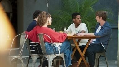 Guga e Serginho tentam fazer Rita e Filipe se entenderem - O casal diz que precisa dos amigos unidos para poder ajudá-los. Rita tem uma ideia