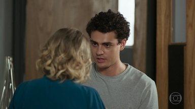 Guga conta a Regina a estratégia que vai usar contra Aloísio - Regina percebe que Serginho não tem intenção de pedir desculpas para o sócio de Max e pede que Guga lhe conte o que eles pretendem fazer