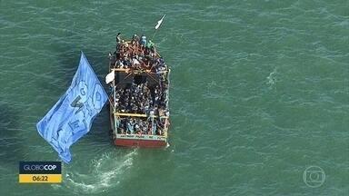 Moradores de Itamaracá e Itapissuma participam da Buscada de São Gonçalo - Cerca de 150 embarcações participaram da procissão marítima.