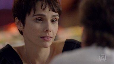 Nina seduz Max e diz quer manter sua parceria com ele - Nina diz a Max que está apenas usando Jorginho