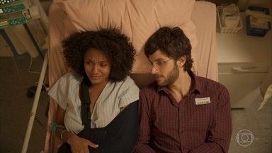 Camila não se conforma com gravidez - Danilo apoia a namorada. Enquanto isso, Thelma faz planeja a chegada do neto