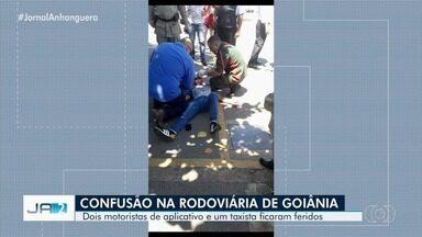 Briga entre motoristas de aplicativo e taxista acaba com três feridos na rodoviária - Caso aconteceu em Goiânia.
