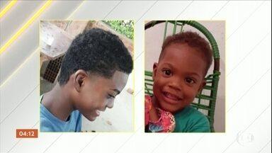Dois irmãos morrem eletrocutados enquanto brincavam, em São Gonçalo (RJ) - O enterro dos meninos foi nesta terça-feira (14).