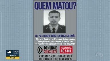 Policial Militar é morto durante tentativa de assalto na Zona Norte - O cabo da Polícia Militar Leandro Jorge Cardoso Salomão foi morto a tiros na rua Vinte e Quatro de Maio durante uma tentativa de assalto. Testemunhas contaram que o policial tentou fugir, pois estava desarmado.