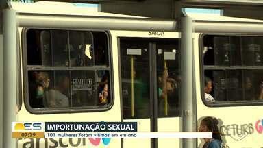 Mais de 100 mulheres no ES foram vítimas de importunação sexual no período de um ano - Muitos desses casos aconteceram dentro de ônibus.