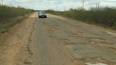 Estrada Fulgêncio continua cheia de buracos, sem acostamento e sinalização - Desde 2017, o GR1 acompanha a situação de abandono da PE-550 em Santa Maria da Boa Vista.