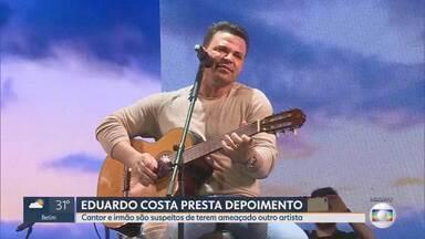 Eduardo Costa presta depoimento à Polícia Civil - Cantor e irmão são suspeitos de ameaçar outro artista.