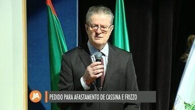 Pedido de impeachment é protocolado contra Cassina e Frizzo - Documento argumenta irregularidades político-administrativas.