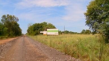 Condições da ERS - 165 entre Cerro Largo e Rolador preocupa motoristas - Obra aguardada há 50 anos começou em 2018 e não foi concluída.