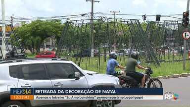 """Decoração de Natal começa a ser retirada, em Londrina - Apenas o letreiro """"Eu Amo Londrina"""" permanecerá no Lago Igapó."""